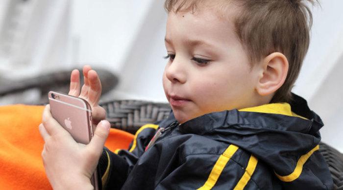 Современные дети могут полагать, что гаджеты за 1000 $ падают с неба. / Фото: iphones.ru