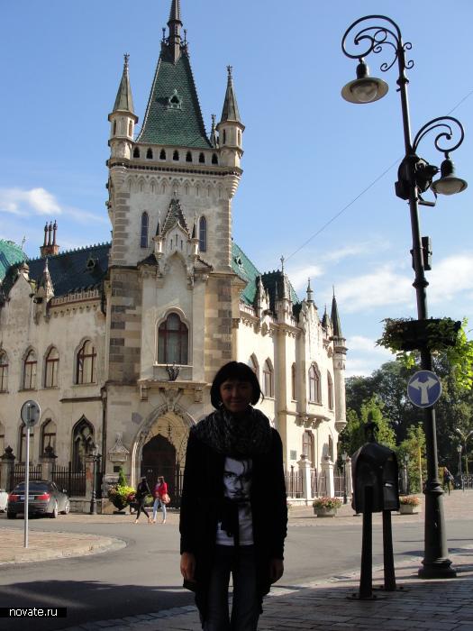 Во время пешеходной экскурсии по олдтауну в Кошице, Словакия.