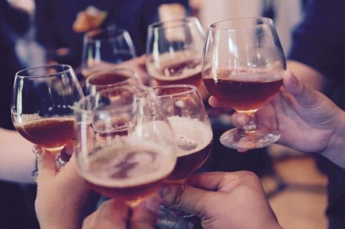 Очень многие пьют просто за компанию. / Фото: vk.com