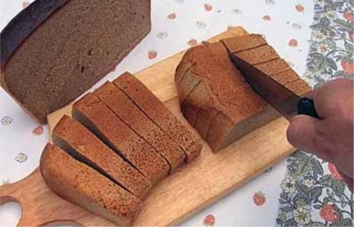 Осьмушка ломтя черного хлеба против голода. / Фото: taganok.ru