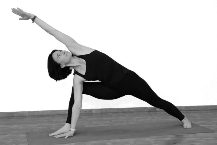 Статическое упражнение для красивого рельефа ног. / Фото: acharya.su