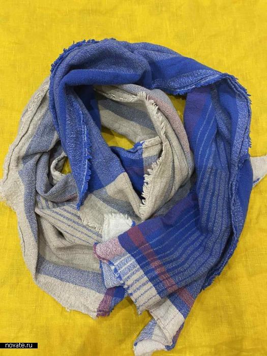 Хлопковый  шарф  идеально согревает зимой под пуховиком.