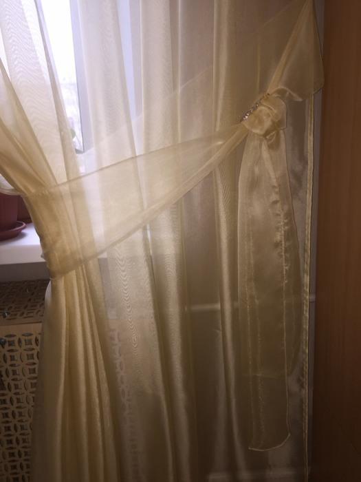 Комплект из шторы и банта: индпошив.