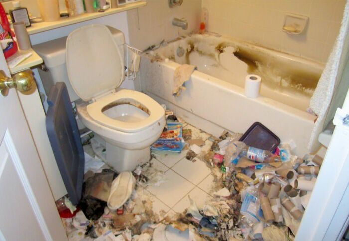 Представьте, что вы пришли сюда справить нужду или помыть руки... / Фото: rubankom.com