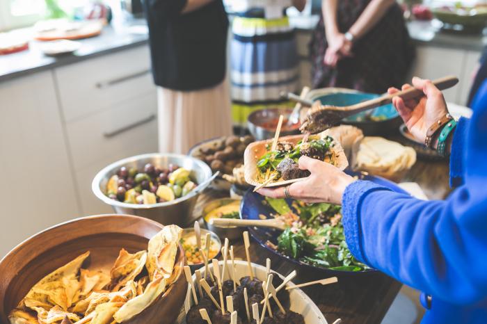 Почему все так боятся отказаться от еды в гостях? / Фото: anna-medvedeva.com