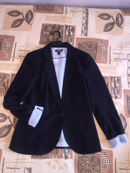 Даже модельный женский пиджак, не похожий на мужской, может нагнать мужиковатости.