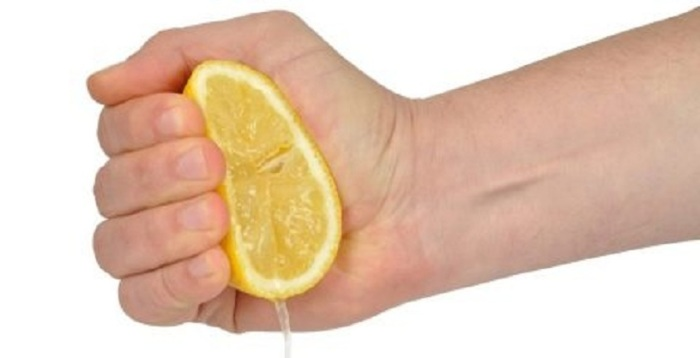Весной 2020 лимон есть в каждом доме. / Фото: vplate.ru