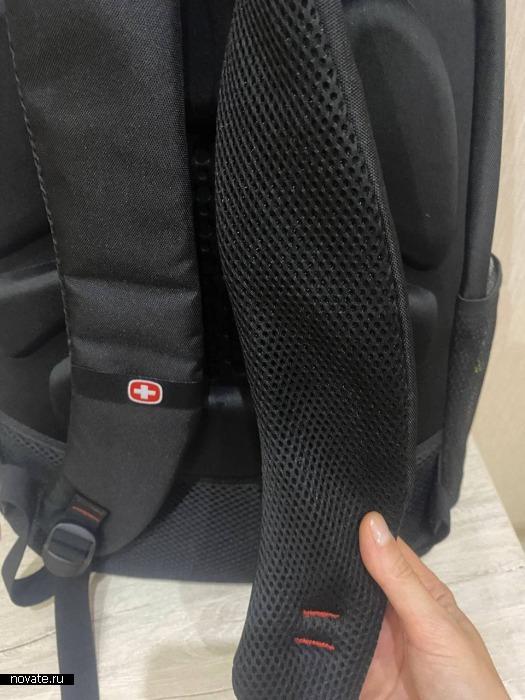 Ортопедические лямки рюкзака должны быть широкими и пухлыми.