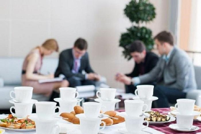Чаепитие с коллегами. / Источник фото: sostavproduktov.ru