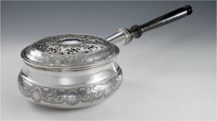 Грелка-«утюг» для ледяного ложа.
