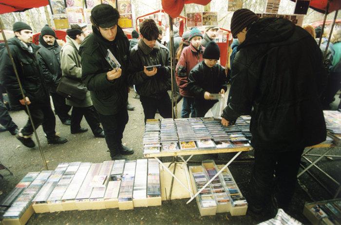 Лихие девяностые - свобода торговли| Фото: Рамблер/новости.