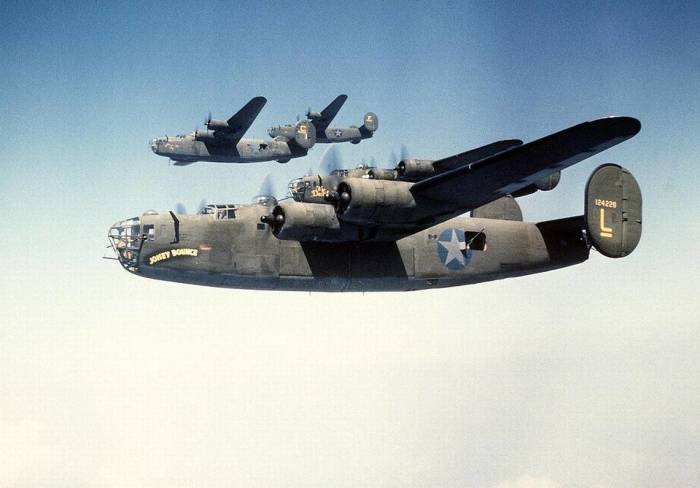 Consolidated B-24 Liberator. | Фото: Belleville News-Democrat.