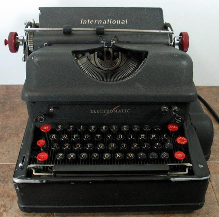 Электрическая пишущая машинка Electromatic.