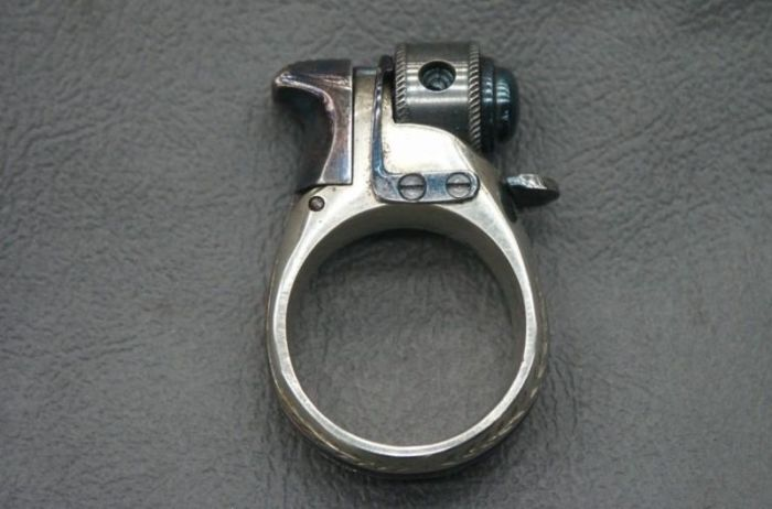 Перстень-револьвер| Фото: Военные люди.