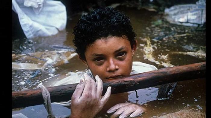 Жертва извержения вулкана в Колумбии.