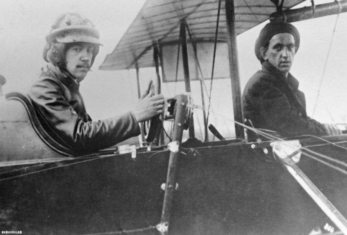 Молодой Игорь Сикорский (слева).