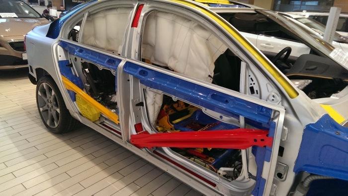 Пассивные системы безопасности Volvo| Фото: Volvo.com.