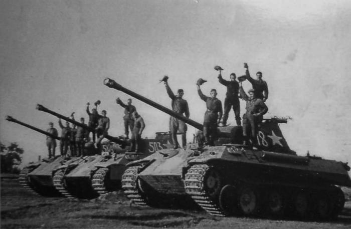 Рота трофейных немецких танков Pz.Kpfw. V «Пантера». | Фото: LiveJournal.