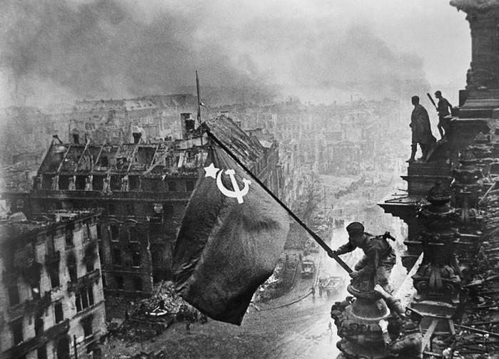 Знамя победы на фашисткой Германией, 1 мая 1945 г.