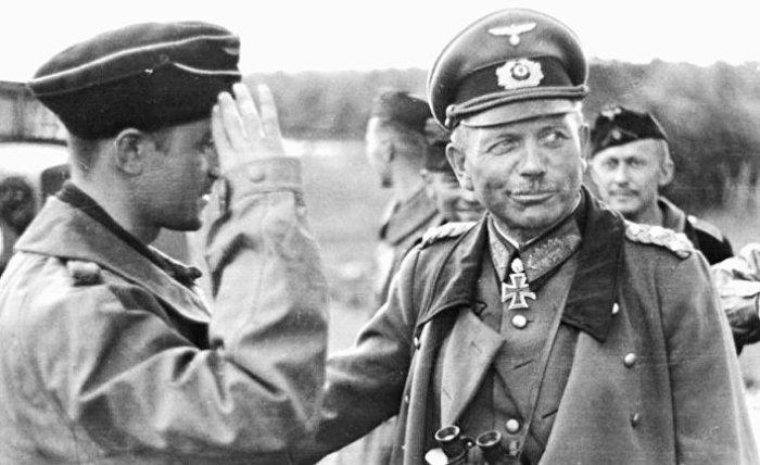 Хайнц Гудериан (справа). | Фото: Википедия.