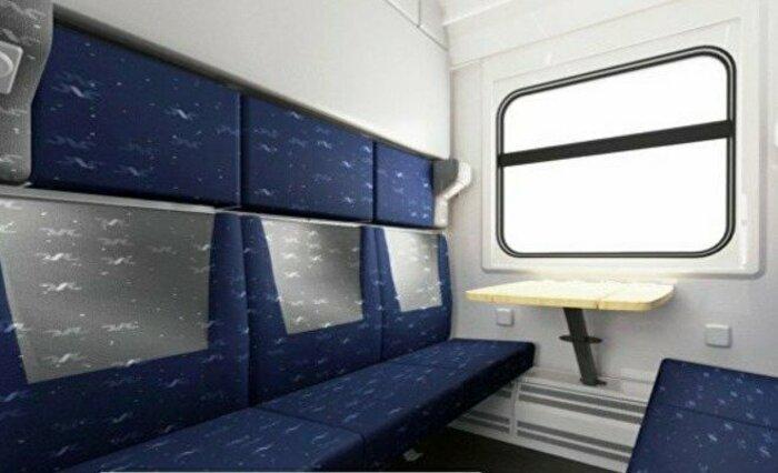 Удобные сидения и столики. | Фото: Накануне.RU.