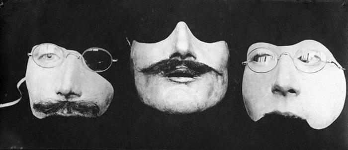 Как создавались маски. | Фото: Lenta.ru.