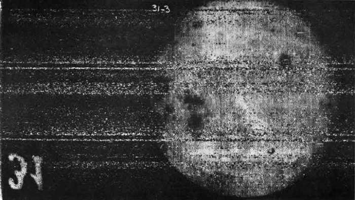 Первое фото обратной стороны Луны. | Фото: Планеты Солнечной системы.