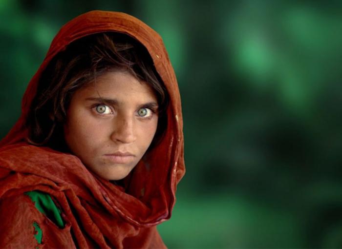 12-летняя афганская девочка в лагере для беженцев.