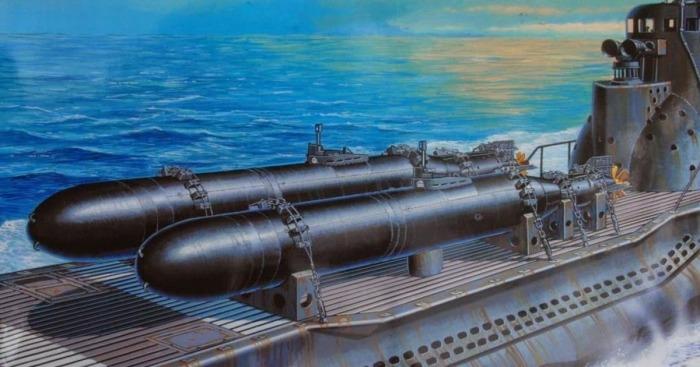 Торпеды на корабле. | Фото: Википедия.