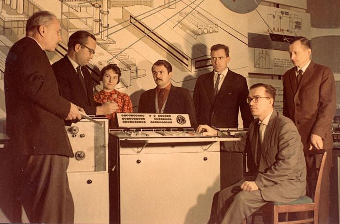 Команда проекта ОГАС. | Фото: Википедия.