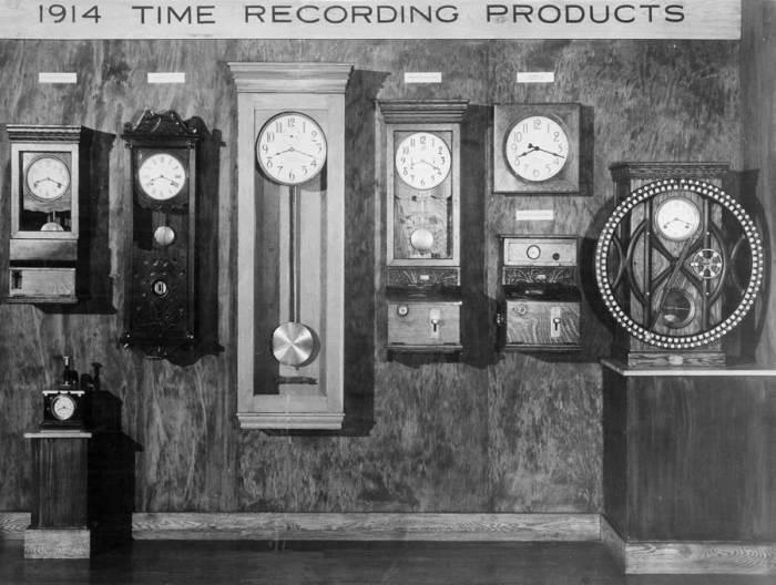 Часы — Первые продукты компании IBM.