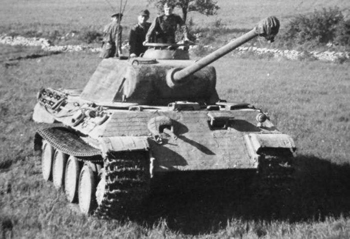 «Пантера» Даймлера-Бенца. | Фото: Военное оружие и армии Мира.