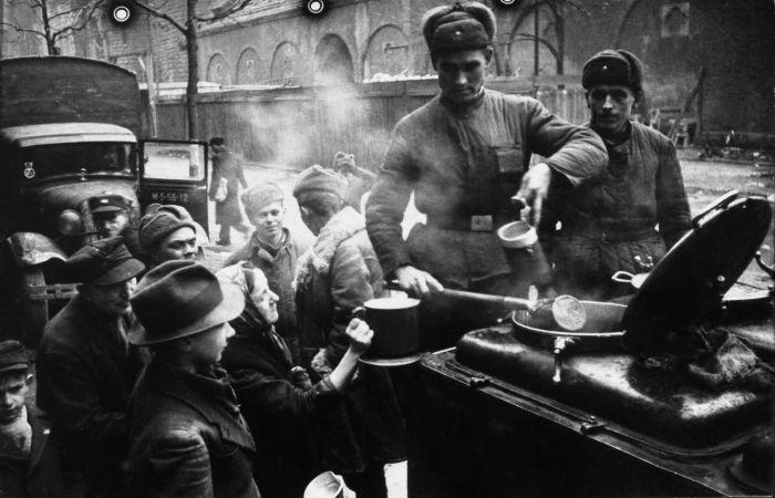 Продукты питания во время войны стоили дорого| Фото: Военный альбом.