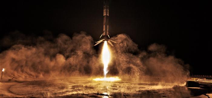 Ракета Falcon 9| Фото: Teslarati.com.
