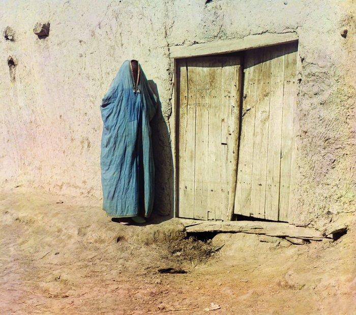 Женщина в парандже. Самарканд, между 1905 и 1915| Фото: LiveJournal.