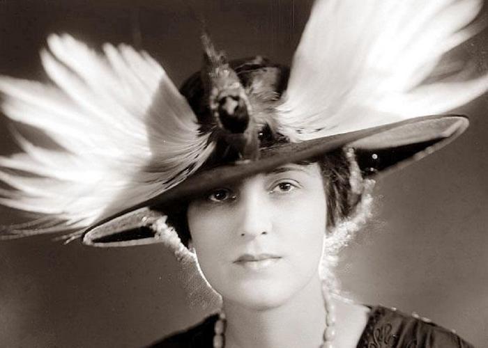 Женские шляпки с чучелами птиц.