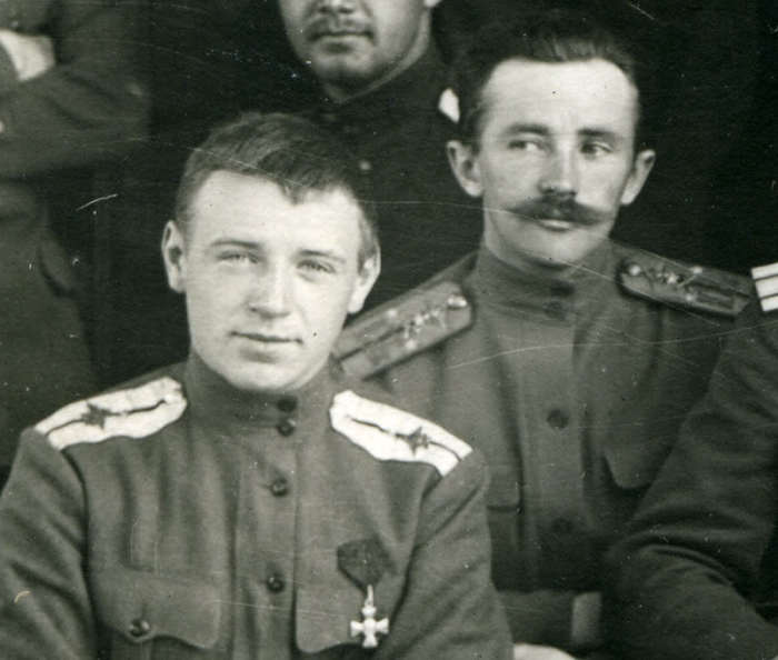 22-летний прапорщик Алексей Черемухин (слева)| Фото: ria1914.info.