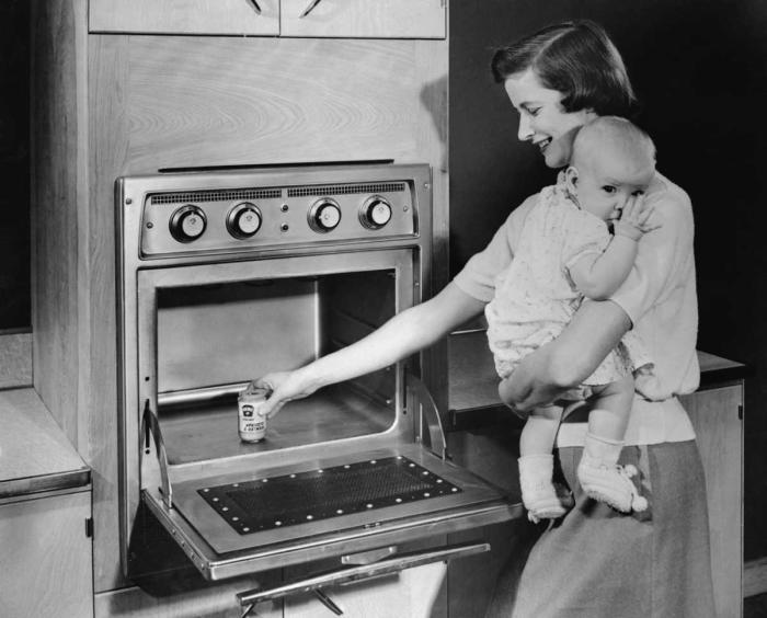 Первые микроволновые печи были такими.