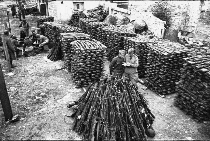 Склад трофейного немецкого стрелкового оружия. | Фото: topwar.ru.