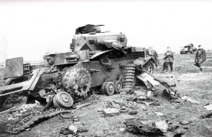 Позже стали платить и за подбитые немецкие танки| Фото: Военный альбом.