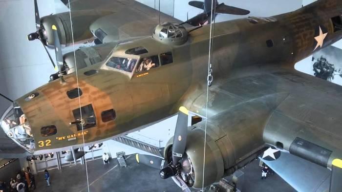 Отреставрированный самолет.