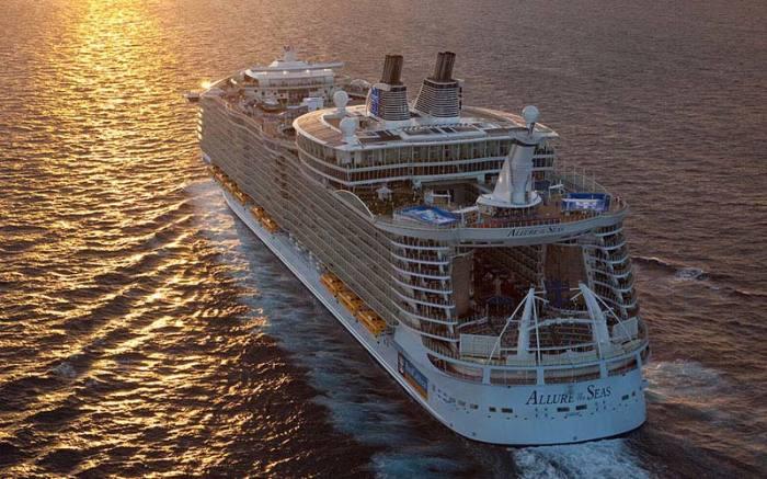 Круизный лайнер «Allure of the Seas».