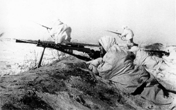 Стреляли в своих же. | Фото: waralbum.ru.