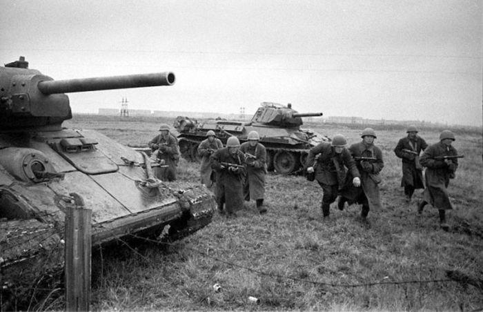 Т-34 на поле боя| Фото: Wio.Ru.