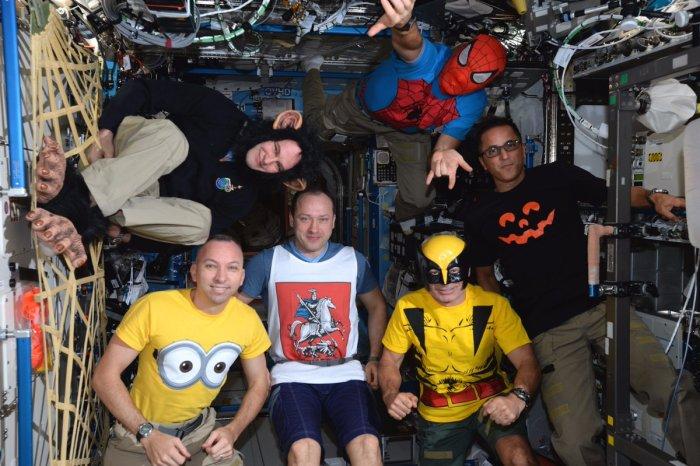 На МКС могут развлекаться и так. | Фото: Космический туризм.