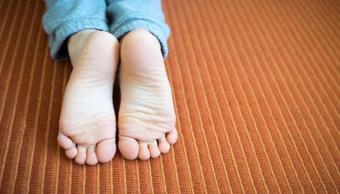 Ходить босым по  салону тоже не безопасно. / Фото: Homsk.com