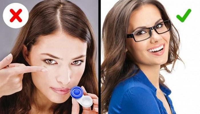 Контактные линзы лучше заменить очками. / Фото: SYL.ru