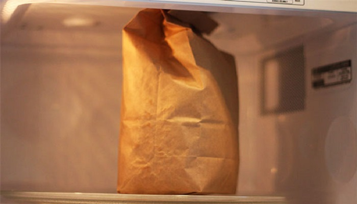 Что будет с продуктами из бумажных пакетов. / Фото: daybook.info
