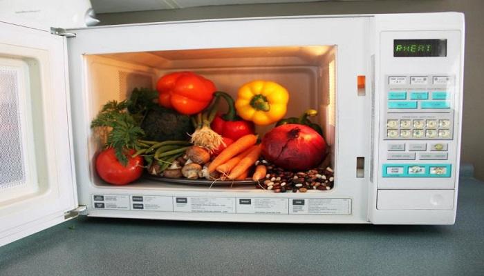 Овощи в микроволновке. / Фото: ethan.ru