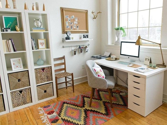 Оформляйте домашний офис в светлых оттенках. / Фото: apshu.ru